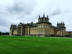 New blog post!  Blenheim Palace, Supercars and lots of Umbrellas! One rainy Sunday outing!  Link in bio!  @blenheimpalace @blenheimclassicsupercar #blog #blogger #BlenheimPalace #Supercar #hypercar #carswithoutlimits #cotswolds #oxfordshire #newpost #carsofinstagram #ferrari #lamborghini #koenigsegg #porsche #astonmartin #cars
