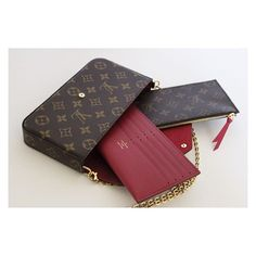 pochette Felicie Semi structured, It's got 2 compartments and 2 sleeves and a detachable