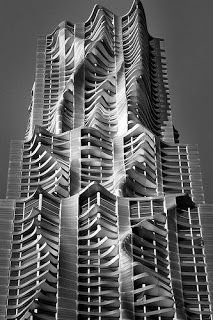 8 Spruce Street, New York by Frank Gehry, is a skyscraper - architecture Futuristic Architecture, Facade Architecture, Beautiful Architecture, Contemporary Architecture, Installation Architecture, Classical Architecture, Unique Buildings, Interesting Buildings, Amazing Buildings
