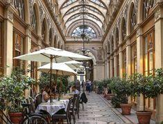 la-galerie-vivienne-paris-faire-une-visite-à-paris-destination-de-vos-reves Galerie Vivienne, Destinations, Rue, Photos, Street View, French, Travel, Pictures, French People