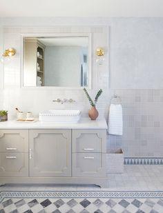 Moroccan Magic – Toledo Geller Shared Bathroom, Small Bathroom, Master Bathroom, Bathrooms, Bathroom Wall Decor, Bathroom Colors, Colorful Bathroom, Dyi Bathroom, Remodel Bathroom