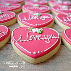 Psst ... I love you! ... #funkycookiestudio #jillfcs #doorcounty #sisterbay #edibleart #cookieart #countrywalkshops #cookiesofinstagram #decoratedcookies #valentinecookies #iloveyou Valentines Day Desserts, Valentine Cookies, Easter Cookies, Fancy Cookies, Cute Cookies, Cupcake Cookies, Cookie Frosting, Royal Icing Cookies, Chocolates