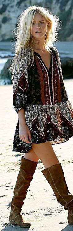 Boho look | Loose patterned dress with flat over the knee boots