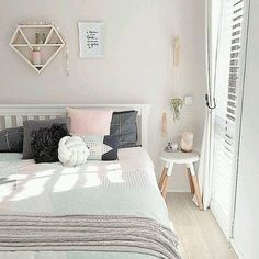 20 Chic Wallpaper Ideas For Stylish Bedroom Design - Home Decoration Dream Rooms, Dream Bedroom, Home Bedroom, Girls Bedroom, Bedroom Decor, Bedroom Ideas, Design Bedroom, Bedroom Themes, Bedroom Furniture