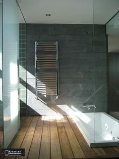 Hay maneras y maneras de comenzar el día... Pero en un baño como este siempre serán buenas.