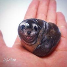 I painted Sea lion on natural shape rock. I like the smile :) 手乗りアシカさん。 『てへ』…