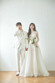 Pre Wedding Poses, Pre Wedding Photoshoot, Wedding Couples, Dream Wedding Dresses, Bridal Dresses, Wedding Gowns, Korean Wedding Photography, Photo Couple, Looks Style