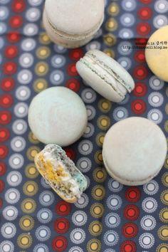 gorgonzola yuzu macaron