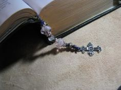 Making beaded bookmarks is a fun craft that can be elaborate or easy enough for children to do themselves. This is a guide about making beaded bookmarks. Jewelry Making Beads, Wire Jewelry, Jewelry Crafts, Beaded Jewelry, Jewelery, Jewelry Ideas, How To Make Keychains, How To Make Bookmarks, How To Make Beads