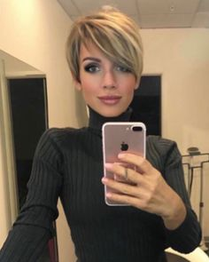 Try our ideas of short pixie haircuts and hairstyles for bold personality nowadays. This beautiful short pixie haircuts can be worn by anyone to show off the best feathers of the personality. Best ever ideas pixie haircuts with short hair [Read the Rest] Short Pixie Haircuts, Short Hairstyles For Women, Pretty Hairstyles, Short Hair Cuts, Short Hair Styles, Hairstyles 2018, Hairstyle Short, Short Hair Long Bangs, Long Pixie Hairstyles