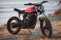 1985 Honda #XR600R by @therapygarage rocking an XL185 tank and @motogadget moto scope mini. :: #honda #xr600 #dualsport #dualsportlife #tracker #scrambler #advrider #dirtbike
