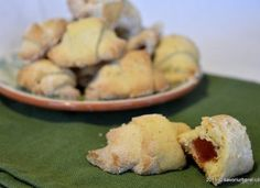 Cornulete fragede cu rahat din aluat cu unt sau untura Unt, Biscuits, Cookies, Baking, Vegetables, Cake, Ethnic Recipes, Desserts, Food
