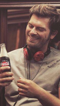 Kivanç Tatlituğ in the Turkish Coca Cola promotional. Turkish Men, Turkish Beauty, Turkish Actors, World Winner, Christian Grey, Actor Model, Keanu Reeves, Best Actor, Actress Photos