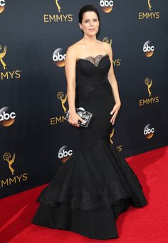 Neve Campbell in Christian Siriano.