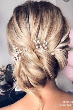 hair jewels wedding hair dos hair stylist near me hair pins wedding hair updos hair bridesmaid hair style for short hair hair stylists Long Hair Wedding Styles, Wedding Hair Pins, Wedding Hairstyles For Long Hair, Wedding Updo, Bride Hairstyles, Long Hair Styles, Diy Wedding, Hairstyles Haircuts, Wedding Beauty