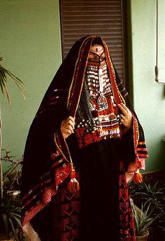 Africa | Dress of Bedouin Woman from Sinai, Egypt. Circa 1950 | © Betty Wass