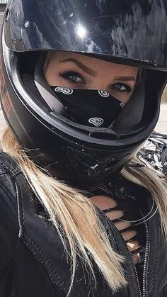 Beautiful Ladies On Bike! You Bet – Best Motorcycles Lady Biker, Biker Girl, Motorbike Girl, Motorcycle Men, Dirt Bike Girl, Scooter Girl, Biker Chick, Bike Life, Cool Bikes