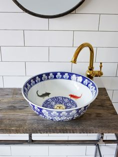 White porcelain basin with a traditional royal blue Oriental pattern on the outside. Two grey and orange goldfish inside the bowl add a striking twist. This basin can be made with or without the fish detail inside. Bathroom Basin, White Bathroom, Bathroom Interior, French Bathroom, Ideas Baños, Grand Art, Downstairs Loo, Interior Decorating, Interior Design