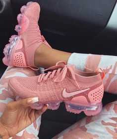 Nike gives the women's Air VaporMax Flyknit 2 a monochromatic makeover, showcasing Rust Pink coloring along the shoe's exterior. This includes the breathable Flyknit upper, laces and integrated… Sneakers Mode, Sneakers Fashion, Fashion Shoes, Shoes Sneakers, Kd Shoes, Shoes Style, Shoes Sandals, Sneakers Design, Asos Shoes