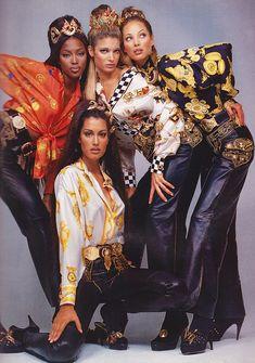 Versace advertisement with Naomi Campbell, Linda Evangelista, Christy Turlington and Yasmeen Ghauri photographed by Richard Avedon. Gianni Versace, Donatella Versace, Atelier Versace, Versace Versace, Versace Miami, Versace Dress, Versace Fashion, 90s Fashion, Fashion Models