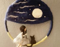 ★Ein Mobile das zum Träumen einlädt★ Dieses Mobile ist Handgefertigt aus … ★ A mobile that invites you to dream ★ This mobile is handmade from merino wool. The diameter is about 20 cm. Fairy Crafts, Felt Crafts, Felted Wool Crafts, Felt Pictures, Needle Felting Tutorials, Felt Fairy, Fairy Dolls, Felt Toys, Felt Animals