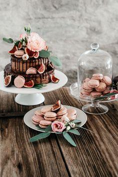 Drip Cake, Sweet Table mit Drip Cake, Sweet Table Hochzeit Boho, Boho Sweet Table, Macarons B Wedding Table Toppers, Sweet Table Wedding, Wedding Cakes, Sweet Tables, Cupcakes, What Is Washi Tape, Naked Cakes, Fun Desserts, Elegant Desserts