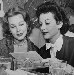 Arlene Dahl and Hedy Lamarr at the Polo Lounge in the Beverly Hills Hotel 1952