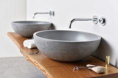 Lavabo en béton ORB by Gravelli design Tomáš Vacek Concrete Color, Concrete Forms, Concrete Design, Diy Concrete, Bathroom Sink Design, Wood Bathroom, Concrete Furniture, Concrete Projects, Concrete Shower
