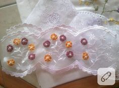Dantelli havlu kenarları Lace, Pretty, Handmade, Women, Pillows, Hand Made, Racing, Cushions, Pillow Forms