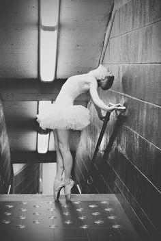 Tutu Project Ballerina Pointe Shoes Metro Station Classical Dance Ballet Wedding Photographer Brussels | Photographe de mariage Bruxelles | Fotograf ślubny Belgia Bruksela | Ballet