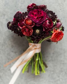 This couple collaborated with Ingrid from Tin Can Studios to design the flowers for their wedding in Brooklyn. Her burgundy clutch featured ranunculus, scabiosa, and dahlias.