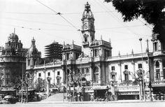 Ayuntamiento de Valencia en 1960 Valencia, Street View, Tours, Plaza, Nostalgia, Town Hall, Antique Photos, Street, Cities