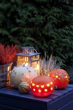 Koverra kurpitsalyhty valaisemaan puutarhaa. Tee hauska halloween-naama tai tunnelmallisempi kuvio.