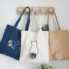 Sacs Tote Bags, Diy Tote Bag, Canvas Tote Bags, Reusable Tote Bags, Canvas Totes, Painted Canvas Bags, Diy Canvas, Pochette Diy, Embroidery Bags