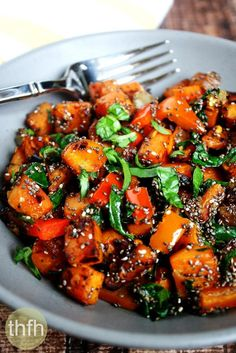 Clean Eating Spicy Red Pepper and Spinach Sweet Potato Hash Browns…made with fresh, clean ingredients and it's vegan, gluten-free, dairy-free, nut-free and paleo-friendly | The Healthy Family and Home