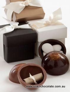 Sisko Chocolate - chocolate sphere with message or sugared almonds
