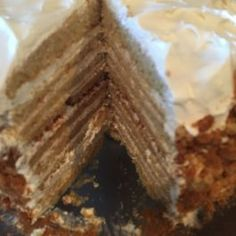 This honey cake tastes like the medovik sold at our local Russian Store! A honey cake batter is spread and baked like a cake Apple Cake Recipes, Easy Cheesecake Recipes, Donut Recipes, Copycat Recipes, Fried Cheesecake, Sundae Recipes, Raspberry Cheesecake, Creamy Spinach Chicken, Spinach Stuffed Chicken
