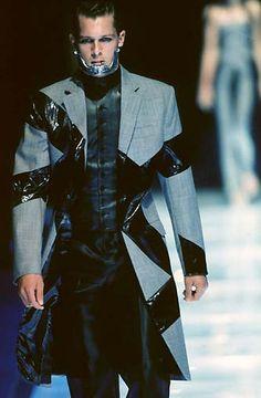 Alexander McQueen : - Page 9 - the Fashion Spot Alexander Mcqueen, World Of Fashion, Mens Fashion, Alexander The Great, Future Fashion, Catwalk, Sportswear, Horror, Street Wear