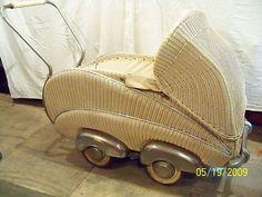VINTAGE 1920-30's WICKER BABIES PRAM |