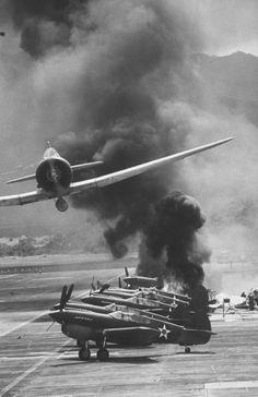 Ataque japonés a Pearl Harbor, Hawaii. 7 de diciembre de 1941. / Japanese attack on Pearl Harbor, Hawaii. December 7, 1941.