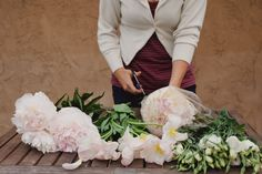 How to make your own wedding bouquet. Good tips for bride have tighter budget and an artistic eye.