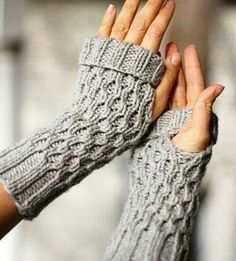 Spate Fingerless Mitts Get the link to the pattern for these adorable Spate Fingerless Mitts and find out what I'm thankful for this year (hint. Fingerless Gloves Knitted, Crochet Gloves, Knit Mittens, Knit Or Crochet, Loom Knitting, Knitting Socks, Knitting Patterns, Crochet Patterns, Knitting Machine