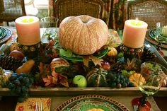 After you plan your Thanksgiving Menu, maybe it's time to start considering table decorations. Beautiful turkeys look better besides some sweet Thanksgiving centerpieces. Making centerpieces is a w… Fall Table Settings, Thanksgiving Table Settings, Thanksgiving Centerpieces, Thanksgiving Ideas, Fruits Decoration, Decoration Table, Holiday Decorations, Fruit Centerpieces, Autumn Centerpieces