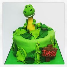 Love cups&cakes — Torta dinosaurio by Harry Birthday, Dinosaur Birthday Cakes, Boy Birthday, Dinosaur Cakes For Boys, Dino Cake, Jungle Cake, Birthday Themes For Boys, Fondant Animals, Baby Shower Cakes For Boys