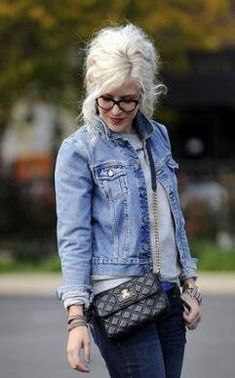 Double denim done with casual ageless style! Mode Style, Style Me, Going Gray Gracefully, Aging Gracefully, Grey Hair Inspiration, Look 2015, Beautiful Old Woman, Mode Jeans, Advanced Style