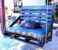 Good Veranda Schaukel mit hoher R ckenlehne aus zwei Holz Paletten