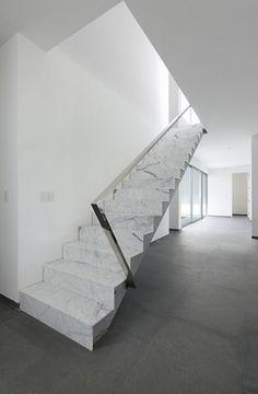 Espectacular escalera en Mármol Italiano Blanco Calacatta
