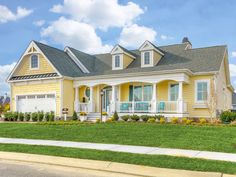 Cheerful Beach Cottage With Turquoise Color Scheme Casas Verdeyellow House Exteriorhouse Exterior Schemeterior