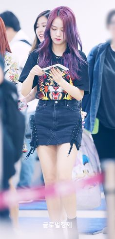 jisoo (blackpink) with purple hair Blackpink Jisoo, Kpop Girl Groups, Korean Girl Groups, Kpop Girls, Jenny Kim, Kim Jennie, Blackpink Fashion, Korean Fashion, Forever Young