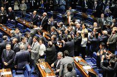 | 12/05/2016 | Por 55 votos a 22, o Senado decidiu, às 6h34 desta quinta-feira, abrir processo de impeachment contra a presidente Dilma Rousseff, por entender que há indícios suficientes de que ela cometeu crime de responsabilidade. Na manhã desta quinta-feira (12), o primeiro secretário do Senado, senador Vicentinho Alves (PR-TO), levará ao Palácio do Planalto a notificação da decisão do Senado. A própria Dilma Rousseff deverá receber o documento.
